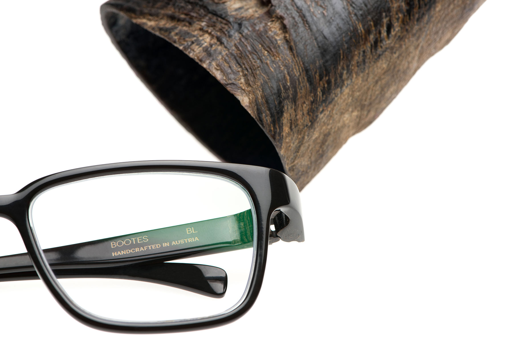 MONOCEROS BOOTES – a unique piece for your eyes from a single piece of horn.